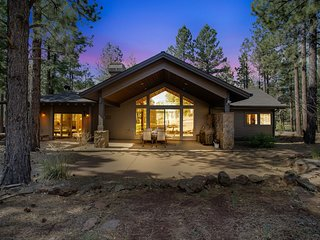 Flagstaff Ranch Golf Stunner. Two Fire Pits and a Massive Fireplace Sleeps 8!