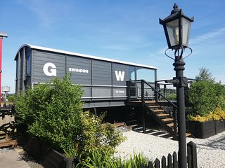 GWR Toad - converted train carriage - trainline 20ft away - watch steam trains