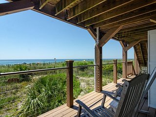 Inexpensive, oceanfront unit near the pier with spanning ocean views