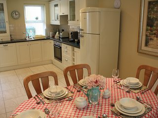Killarney Town House - Free Parking/WiFi -3 min.walk to pubs shops restaurants.