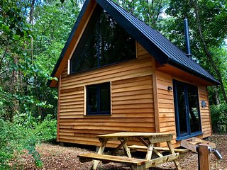 Alfriston Woodland Cabins - Badgers Rest
