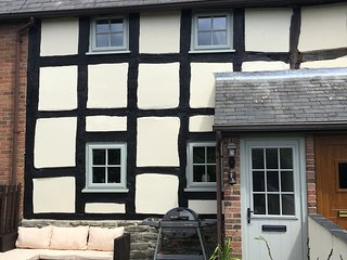 Black and White Holiday Cottage in Shobdon