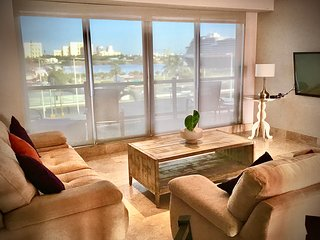 Deluxe Condo and Gorgeous Ocean views
