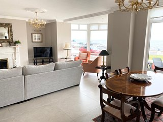 Portstewart Sea front apartment with golf nearby. Private parking/Wifi
