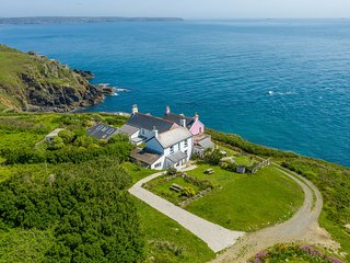 Coastwatch cottage, The Lizard - sea views, coast path, amazing local beaches