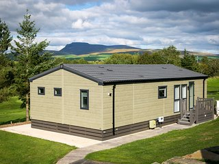 Lunesdale Lodge - 2-Bedroom Lodge, ideal for families or friends, overlooking th