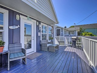 NEW! Lincoln City Cottage w/Deck, Hot Tub + Grill!