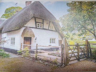 Charming Thatched Cottage in Rural Village Location near Stockbridge, Hampshire
