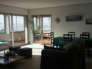 Spacieux appartement vue mer panoramique & parking