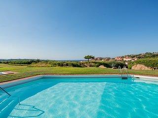 Appartamento piscina e fantastica vista sul mare