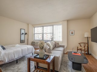 Arch, Dome, Dtown | Classic 1BR + Rooftop | Zencity