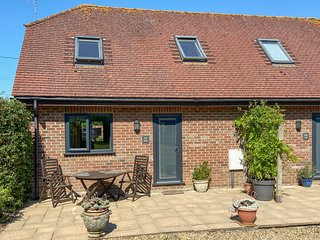 FOXHOLE, en-suite, romantic cottage, easy reach of New Forest, near Alderholt