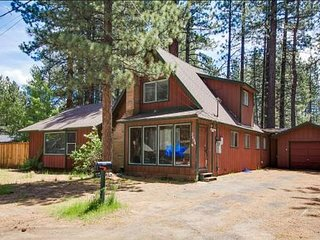 Large cabin, 3 minutes to lake, 8 minutes to Heavenly!