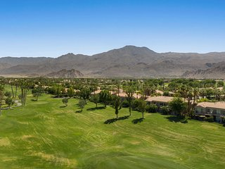 La Quinta Golf Condo w/ Patio, Pool, & Hot Tub!