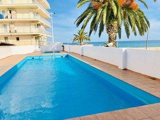Investingspain Studio beach paradise front sea views swimming pool