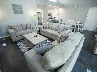 Eagles Landing 1 - A dashing home away from home, close to Historic Downtown!