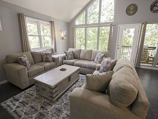 Eagles Landing 2 - A charming escape for your family! Close to Downtown!