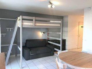 Fort A : Bel appartement moderne avec terrasse & parking a 10min des plages a