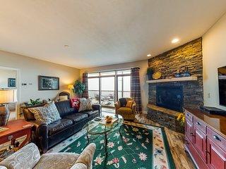 Mountain-top condo w/ slope views, gourmet kitchen & stone fireplace