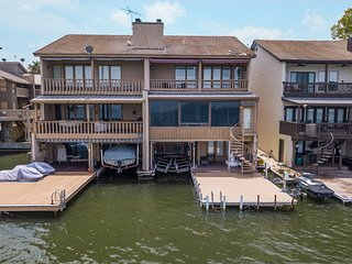 Lake LBJ Waterfront Townhouse W/ Private Boat Slip, Steps from HSB Resort