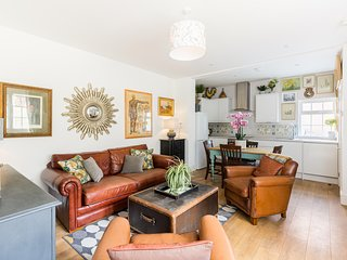 Stylish Large flat inc garden nr Docks with secure parking