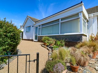 HARLYN, enclosed garden, dog-friendly, ground floor cottage near Mevagissey