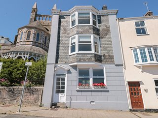 32 NEWCOMEN ROAD (FLAT 1), central Dartmouth location, pet friendly, open plan