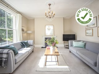 CITY VIEW - BATH - Stunning 2 Bedroom Apartment in Georgian Terrace - 3 Mins fro