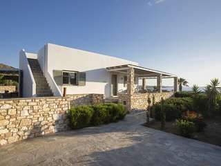 Villa Erato  · Ideal family Villa for 8 - Pool, Sea Views