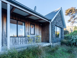 Fantail Cottage - Akaroa Holiday Home, Akaroa