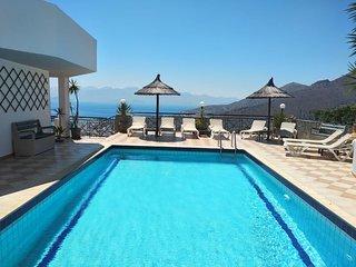 Villa Ellie - Luxury Villa with Stunning Views