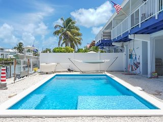 Angler`s Paradise 2bed/2bath updated half duplex brand new pool & dockage