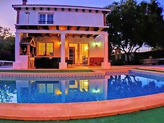 Villa muy cerca de la playa con piscina privada