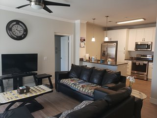 Yes it's right 2 suites and 3 bath in the Heart of San Diego FB2