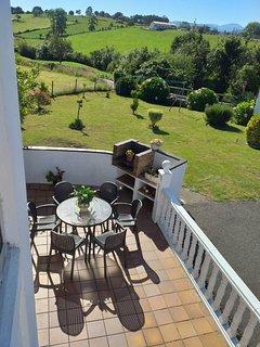 vista desde el balcon al jardín