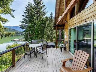 Lakefront, private dock, hot tub, sauna, WiFi, and get your fish on!