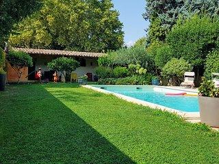 Maison de ville avec piscine pres d'Avignon