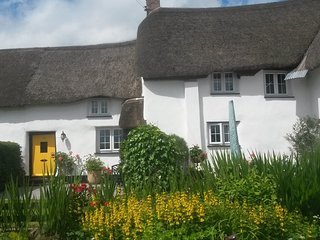 Thatched Devon Cottage in Historic Village Setting