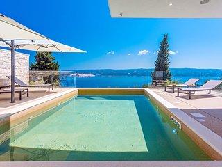 New! Extraordinary Villa Gust with a heated pool, wellness, cinema room, seaview