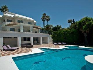 Villa Milan - Spacious Villa with Spa and Sauna in the heart of Nueva Andalucia