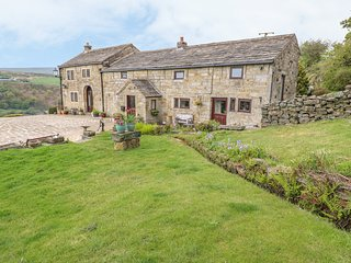 WATERSTALLS COTTAGE, country views, WiFi, near Walsden