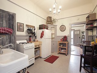 New Orleans Escapade- Chic Apt Near French Quarter