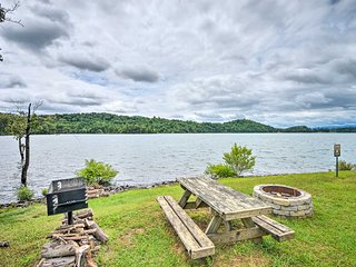 NEW! Townhome w/Fire Pit, Lake View, Pets Welcome!