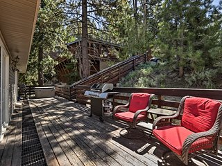 NEW! Rustic Townhouse w/ Fireplace, <1Mi to Ski!