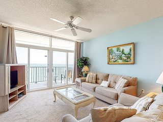 12th Floor Bright gulf front condo, Beach setup included, Close to entertainment