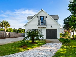 Capturin' Moments 30A Beach House-Sleeps 17-GulfView, Stock Tank Pool-New 2020