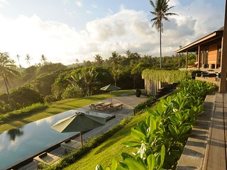 Bulung Daya Villa · AMAZING BEACH RETREAT (Chef/Butler/Driver/Gym)