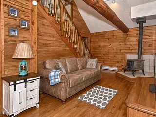 Secluded, Sanitized Hocking Hills 2 bedroom cabin, minimum stay required