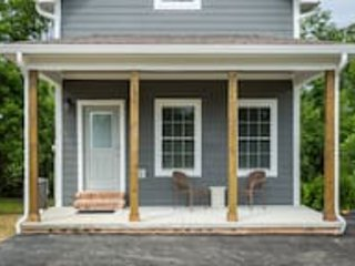 Riverfront Cottage/Hot Tub/In DwTn Pigeon Forge