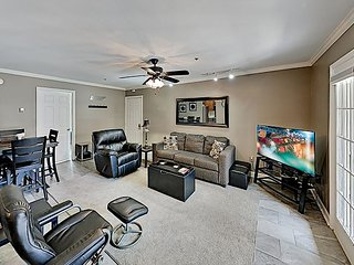 Downtown Retreat w/ Gated Parking - Walk to Stadiums, Dining & Honky Tonk Row